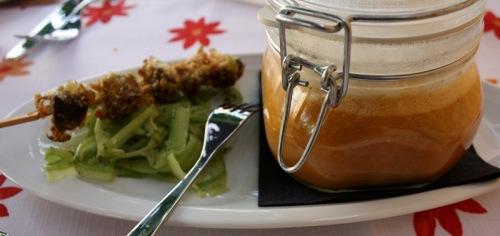 Tomatensuppe, Knusperpilz am Spieß & Selleriesalat - Foto: Arabell Walter